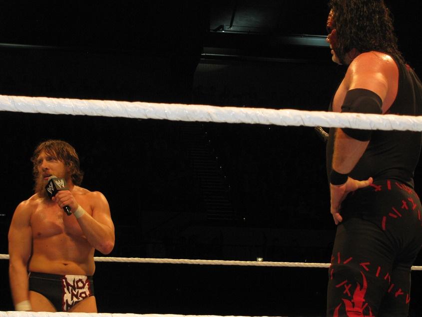 Junto a Kane formó el Team Hell No.