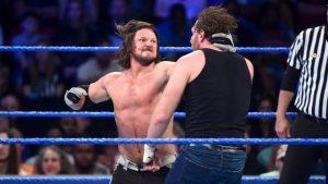 AJ Styles, en un momento de su combate contra Dean Ambrose. Fotografía perteneciente a la WWE.