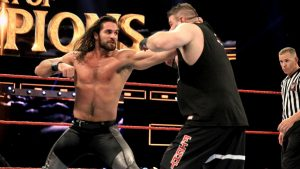 Seth Rollins en un momento de su combate contra Kevin Owens. Fotografía perteneciente a la WWE.