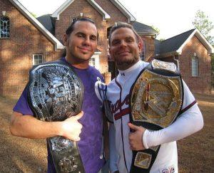 Matt y su hermano Jeff en una foto de archivo.