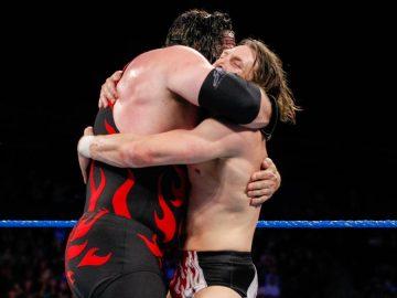 Momento en el que Kane y Daniel Bryan sellaban su reencuentro con un abrazo. Fotografía: wwe.com